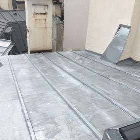 Réalisation d'un toit en zinc rue de Cléry, à Paris